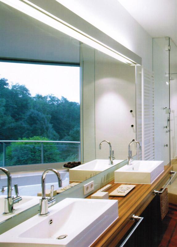 badezimmer mit beleuchtung bad beleuchtung planen tipps und ideen mit led leuchten licht und. Black Bedroom Furniture Sets. Home Design Ideas